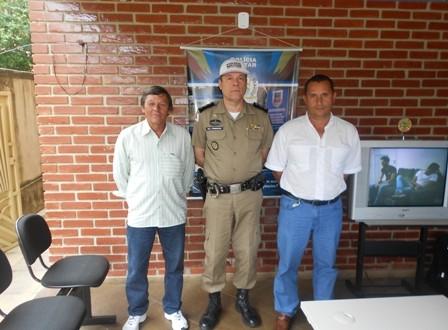 Vereador Diva participa de reunião  em Teófilo Otoni com o Comandante da 15ª Região de Policia Militar e o Diretor Chefe do DER.