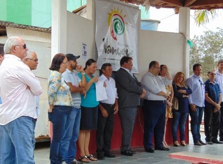 Vereadores participam da inauguração da torre de celular em Vila Pereira.