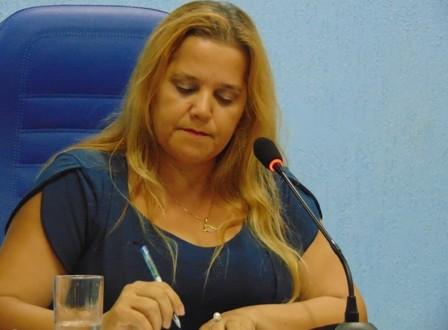 PRESIDENTE DA CÂMARA MUNICIPAL DE NANUQUE É NOTIFICADA DE SENTENÇA EM DESFAVOR DO PREFEITO RAMON FERRAZ MIRANDA.