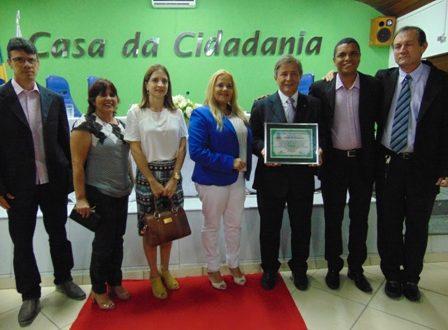 Câmara homenageia Deputado Carlos Pimenta com a entrega do Título de Cidadão Honorário