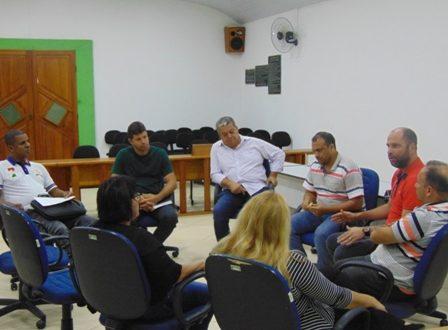 Vereadores se reúnem com diretor de empresa de transportes público do Município.